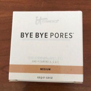 It cosmetics 'bye bye pores' powder